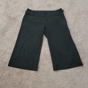 Wide waist button detail drew fit short slacks